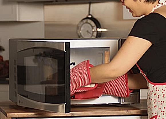 Comment faire de la vapeur dans le micro-ondes?